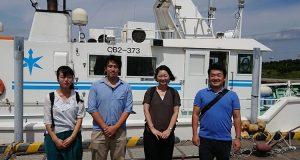 東京湾漁業研究所を視察する安藤じゅん子