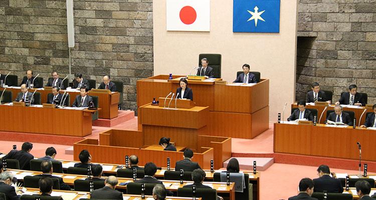 千葉県議会2月議会 代表質問に登壇する安藤じゅん子