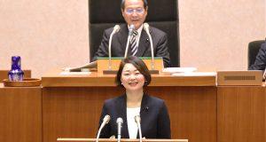 千葉県議会2月議会代表質問に登壇する安藤じゅん子