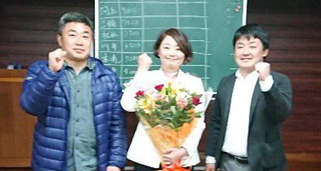 当選した安藤じゅん子と応援してくれた成島りょうた市議、関根ジロー市議