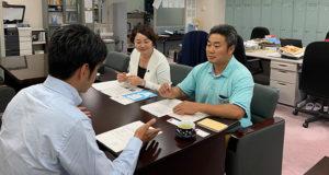 県庁にてヒアリングする安藤じゅん子千葉県議会議員と成島りょうた松戸市議会議員