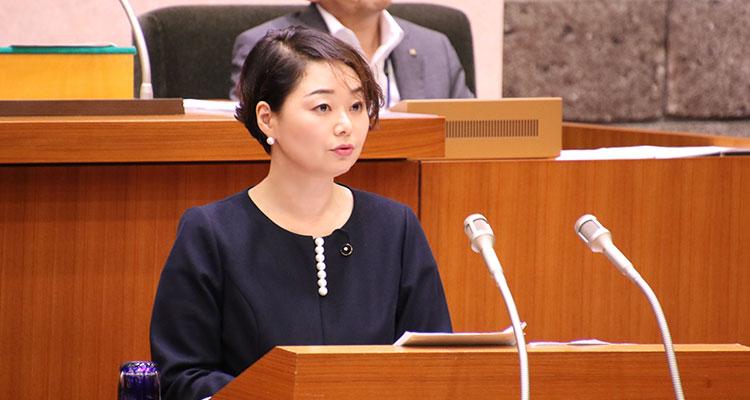令和元年9月議会の一般質問に登壇する安藤じゅん子
