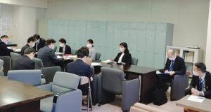勉強会に参加する安藤じゅん子