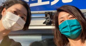 街宣活動を行う安藤じゅん子と竹内千春